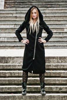 płaszcze czarne od MADE LINE