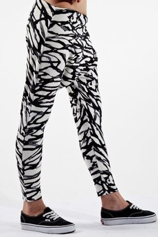 Spodnie czarno-białe od MADE LINE
